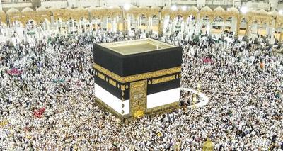 La Meca ( Arabia Saudí ).- Peregrinos musulmanes, se encuentran alrededor de la Kaaba en la mezquita de Masjid al-Haram, el sitio más sagrado del Islam, en La Meca , Arabia Saudita . El Haj peregrinación tiene lugar en 2016 La Meca desde 09 a la 14 de septiembre. EFE