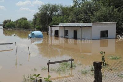 En San Pedro de las Colonias varias comunidades se vieron afectadas por la avenida del río; cientos de habitantes vieron inundados sus territorios.