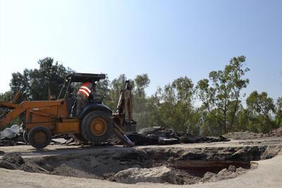 En Raymundo continuaban con las labores de reforzamiento de bordos con maquinaria pesada. En Ciudad Lerdo hubo desabasto de agua en prácticamente todo el municipio.