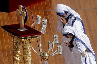 """El pontífice valoró de la monja premio nobel de la Paz en 1979 su lucha contra el aborto y cómo siempre aseguraba que """"el no nacido es el más débil, el más pequeño, el más pobre""""."""