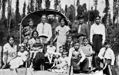 04092016 Pascual Tabares en compañía de su familia en Xochimilco en agosto de 1939.