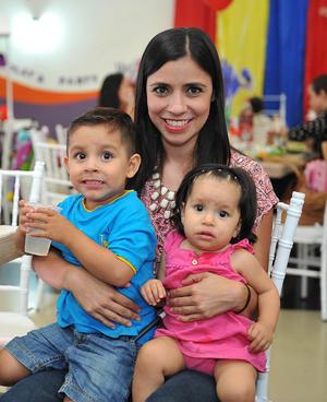 05092016 Mateo, Mariana y Mariana.