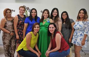 04092016 SERá MAMá PRONTO.  Laura Simental Amador con sus amigas en su baby shower.