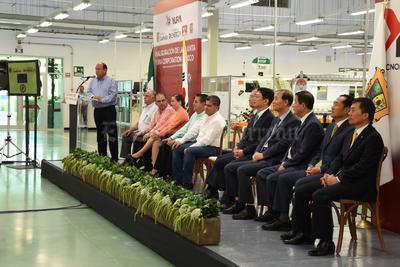 Seguirán las inversiones para la Laguna, dijo Rubén Moreira luego de inaugurar las instalaciones de esta empresa.