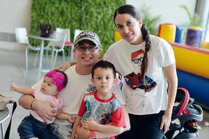 06092016 EN FAMILIA.  Carlos, Romina, Mathi y Rosy.