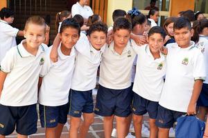 06092016 EN EL COLEGIO.  Carlos, Jorge, Santiago, Santiago, Paco y Fernando.