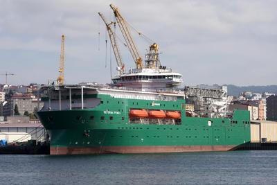 """VIGO (PONTEVEDRA).-Vista del hotel flotante """"Reforma Pemex"""" en el astillero de Vigo y que zarpará hacia aguas aztecas el próximo mes de octubre tras ser entregado hoy a la compañía petrolera en un acto privado que se celebrará en Vigo .EFE"""