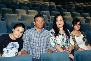 09092016 EN UN CONCIERTO DE VIOLíN.  Héctor, Héctor, Mónica, y Moni.