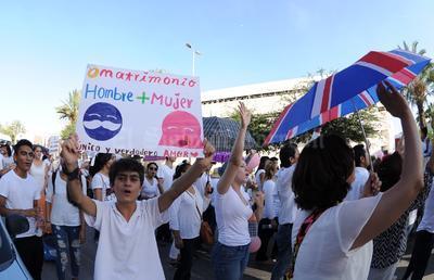 Más de dos mil personas acudieron a la Marcha en defensa de la familia.