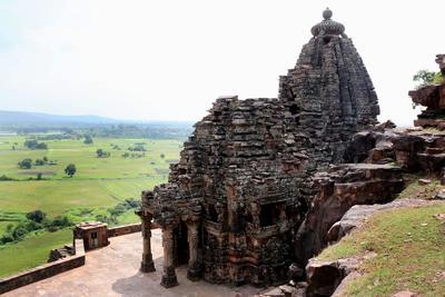Vidisha (India ).- Una vista general del monumento histórico, el templo en el pueblo de Maladevi Gyaraspur en Vidisha, a unos 90 km de Bhopal, India. templo Maladevi es un antiguo templo Jain que data de 9 y 10 del siglo D.C. EFE