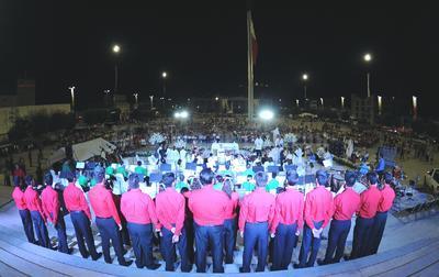 En la misa, se realizó la bendición de agua que fue entregada a los asistentes por parte de la Diócesis y una vez que culminó la eucaristía, se continuó el coro y la orquesta, que inició su presentación con las tradicionales Mañanitas a Torreón.