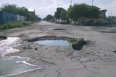 Agujeros. En la calle Río Suchiate y bulevarAeropuerto de la colonia Magdalenas, se registró este gran agujero, ya que varias calles duraron encharcadas.