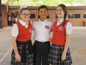 12092016 Mary Tere, Alejandro y Barbie.