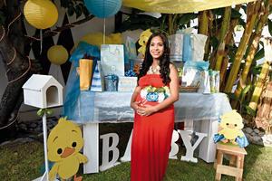 11092016 Alejandra disfruta de baby shower.