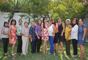 11092016 POR CASARSE.  Ana Sánchez acompañada de sus amigas en la despedida de soltera que se le organizó por su compromiso matrimonial el próximo 29 de octubre.