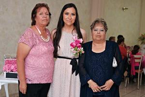 11092016 Guadalupe en compañía de su mamá y su suegra.
