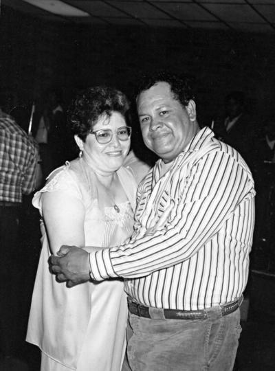 11092016 Sra. Graciela Lara de Rivera y Sr. José Luis Rivera Chairez recibiendo el Año Nuevo de 1989.