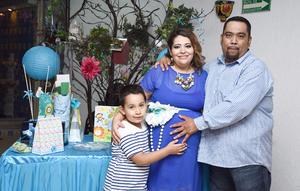 14092016 FIESTA DE CANASTILLA.  Vanbeuren de Santiago y Vanbeuren de Santiago Cázares con Norma Cázares Santillán en su baby shower.
