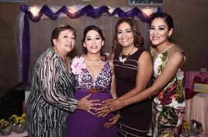 14092016 ESPERA LA LLEGADA DE ILAY.  Pamela del Carmen Balderas de López en el baby shower que le organizaron su mamá, Sanjuana Calleros, y sus hermanas, Claudia y Eréndida.