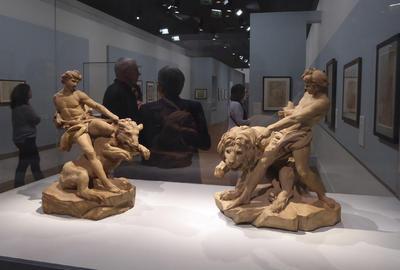 PARIS.- Varias de las obras del escultor oficial de Luis XV y artista solicitado por la aristocracia y las principales autoridades de su tiempo, Edme Bouchardon (1698-1762) que forma parte de la exposición monográfica que el Museo del Louvre de París organiza hasta el 5 de diciembre próximo. EFE
