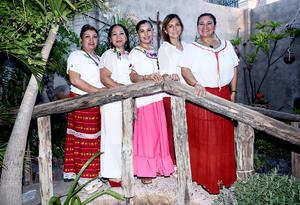 15092016 Teo Avilés, Emilia Sánchez, Maricruz Martínez, Mary Acevedo y Norma Carranza.