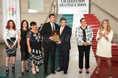 """José Francisco García Camacho recibió el """"Trofeo Niños Héroes de Chapultepec Capacidades Diferentes"""","""