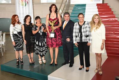 """Este año, el """"Trofeo Oribe Peralta al Mérito Olímpico"""", se otorgó a Bibiana Candelas Ramírez."""