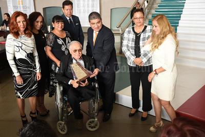 """El """"Trofeo de Cristal"""" se entregó a Sergio Barrón Delgadillo."""