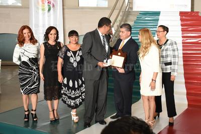"""La """"Medalla Bulmaro Valdéz Anaya"""", fue para el doctor Marco Antonio Arjona López."""