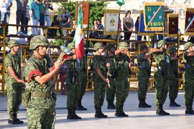 La escolta de algunos elementos del Ejército.