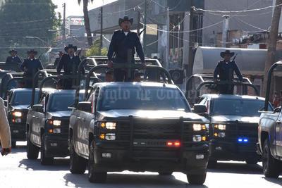 Elementos de distintas corporaciones policiacas acudieron al desfile.