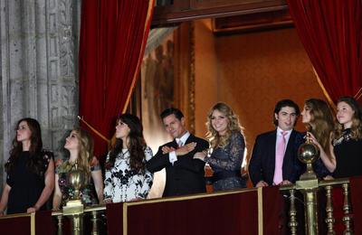 En su arenga desde el Balcón Central del Palacio Nacional, el Primer Mandatario, acompañado de su esposa, Angélica Rivera de Peña, vitoreó a los héroes que nos dieron Patria y Libertad: