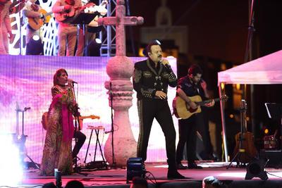 Pepe Aguilar amenizó la velada con su música.