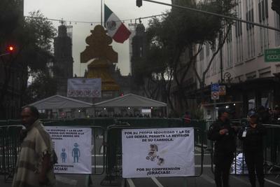 La movilización avanzó pacíficamente hasta que vio truncado su paso hacia el Zócalo, a la altura del Palacio de Bellas Artes, donde granaderos y policías de Tránsito impidieron su avance.