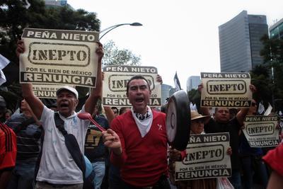 La marcha convocada para exigir la renuncia de Enrique Peña Nieto como presidente tuvo rostro ciudadano. No había partidos ni políticos, tampoco grandes contingentes organizados.