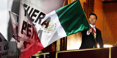 Según cifras del Gobierno de la Ciudad de México, unos diez mil mexicanos unieron sus gritos ayer para exigir la renuncia del presidente Enrique Peña Nieto.