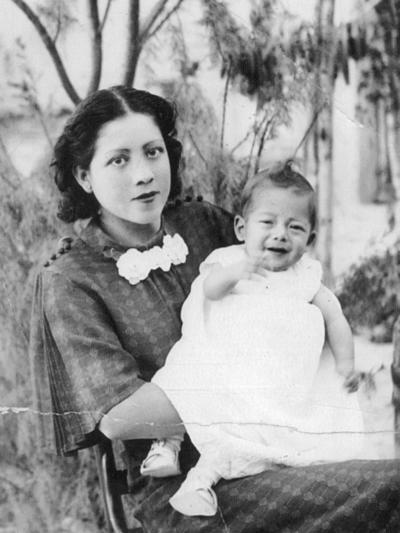 18092016 Amparo Enríquez con su hijo, Juan Casas, en Simon Bolívar, Durango, en 1938.