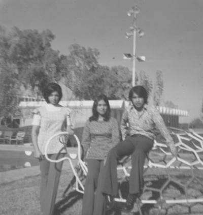 18092016 Yolanda Reyes, Lucha Rosales y Jaime Montoya, en 1974.