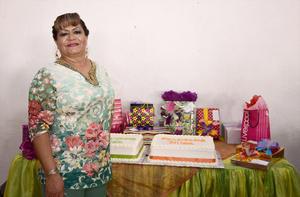 18092016 ¡MUCHAS FELICIDADES!  Hilda Mireles Serrano celebró un año más de vida acompañada de sus seres queridos.