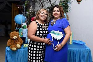 18092016 BABY SHOWER.  Norma Cázares de Santillán con Susana de Santiago, organizadora de la fiesta de canastilla.