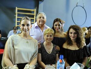 Astrid, Begoña, Rina, Maribel y Gerardo