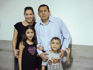 Ángela, Ángela, Moisés y Fernando