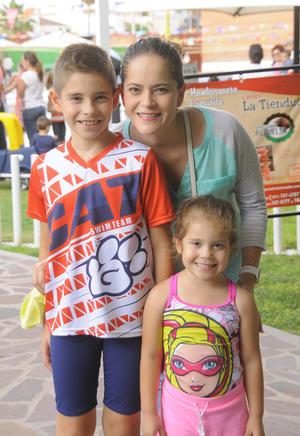 Karime con sus hijos, Maika y Marco