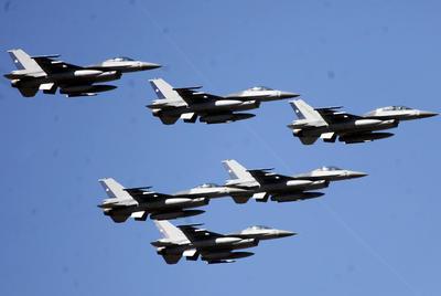 SANTIAGO DE CHILE (CHILE). Aviones de la Fuerza Aérea participan, en el gran desfile militar en honor a las glorias del Ejército de Chile en el Parque O'Higgins de Santiago de Chile (Chile). EFE