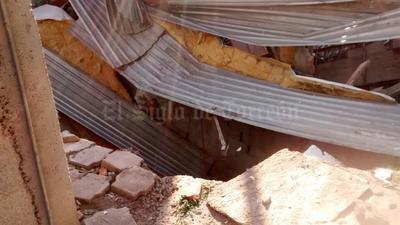 Dos casas se derrumbaron en la colonia Flores Magón.
