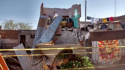 Fue poco antes de la medianoche que colonos se comunicaron al número de emergencia 066 pidiendo el apoyo de las autoridades ya que una de las viviendas localizadas sobre la calle Juana Camarillo se había venido abajo.