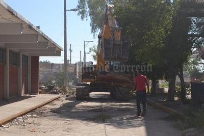 En las antiguas instalaciones ya se realizan las labores de demolición.