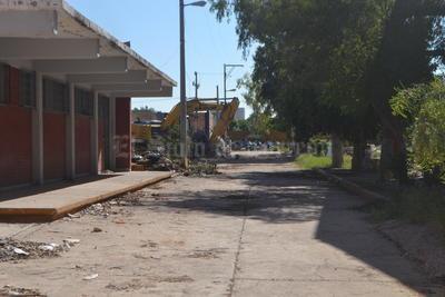 Hace más de una década, los directivos de HEB habían tenido acercamientos con las autoridades de la Universidad Autónoma de Coahuila, llegando a ofrecer 6 millones de dólares por los terrenos de la antigua PVC, en una primera valuación hecha por la cadena comercial en el año 2013.