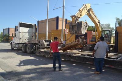 En un recorrido que realizó El Siglo de Torreón por el sitio, se pudo observar la maquinaria que se utiliza para la demolición, así como algunos trabajadores realizando algunas maniobras.