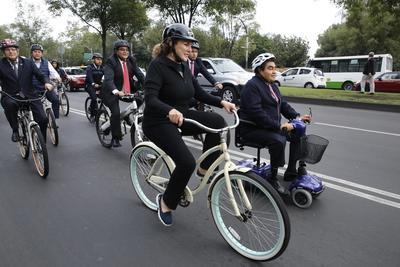 Como una forma de solidaridad en el Día Mundial sin Auto, senadores se dirigieron a trabajar a la Cámara alta en bicicleta, en un recorrido que partió del Auditorio Nacional sobre Paseo de la Reforma.